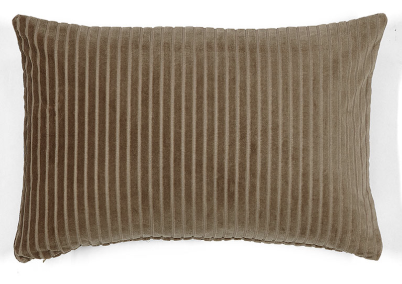 coussin-velours-taupe