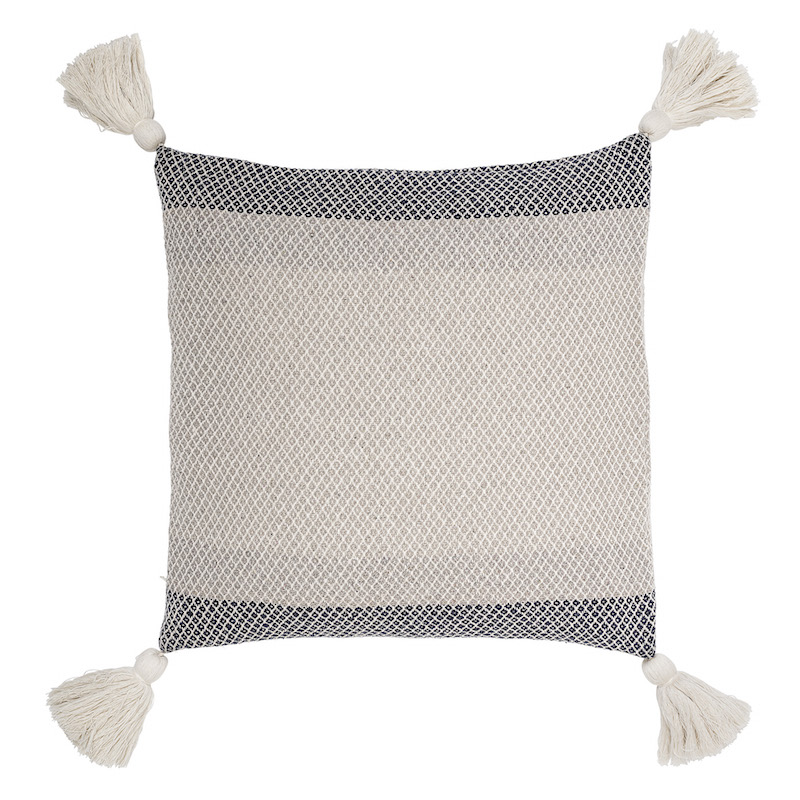 coussin-pompons-beige-bloomingville