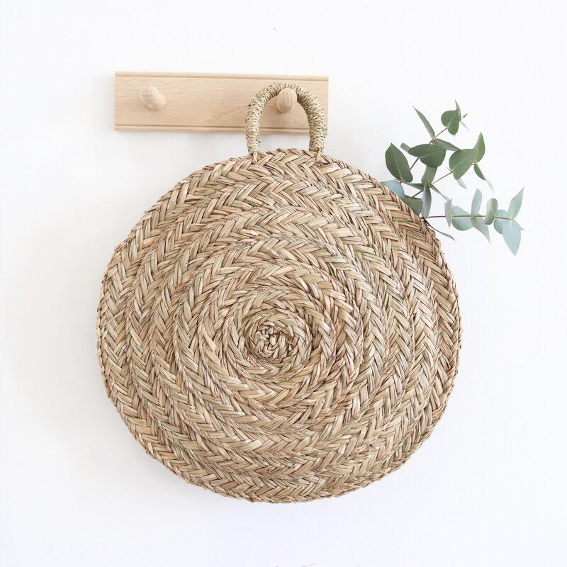panier rond en paille bloom le joli shop. Black Bedroom Furniture Sets. Home Design Ideas