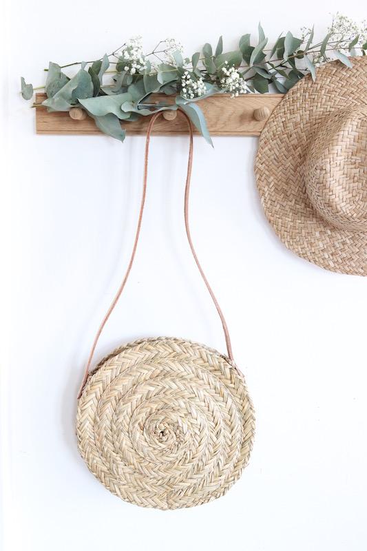 panier rond en paille bloom avec anse en cuir le joli shop. Black Bedroom Furniture Sets. Home Design Ideas