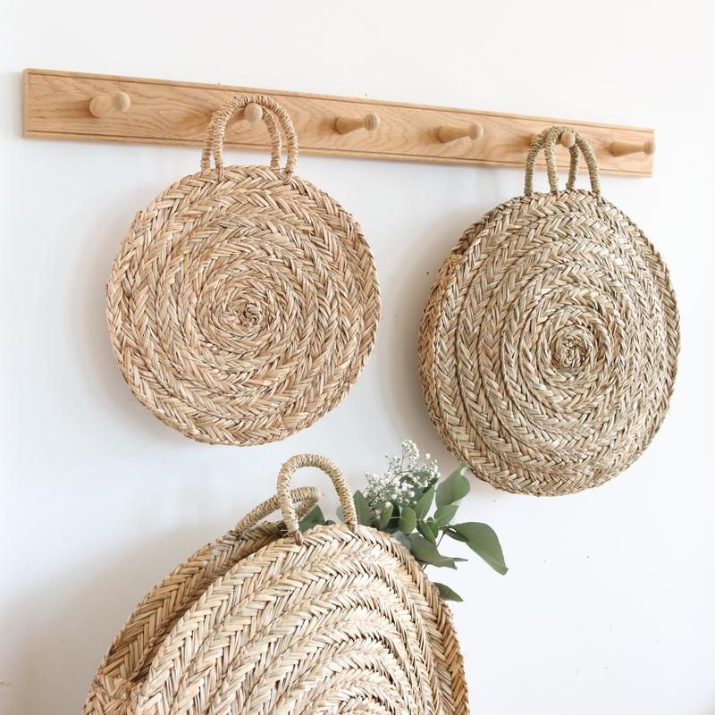 petit panier rond en paille bloom le joli shop. Black Bedroom Furniture Sets. Home Design Ideas