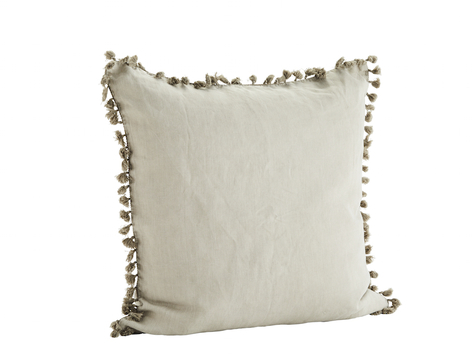 Madam Stoltz Kussen : Madam stoltz cushion withtassels white